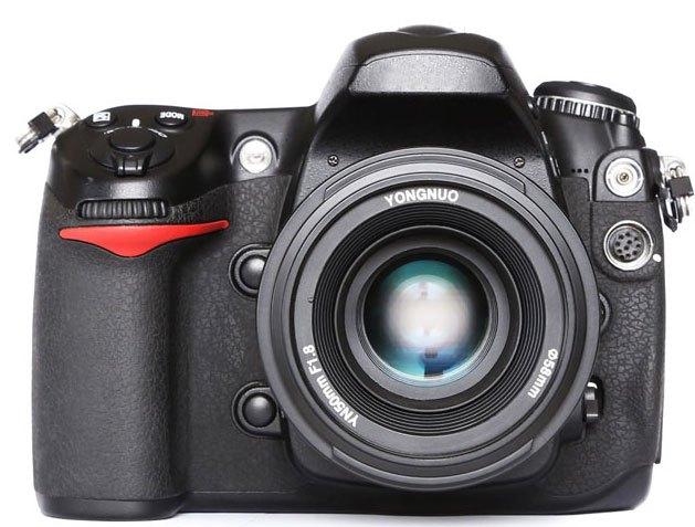 Yonguno-lens-on-nikon-camera