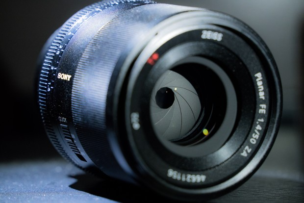 sony-zeiss-fe-50mm-f-1.4-za-lens-620x414