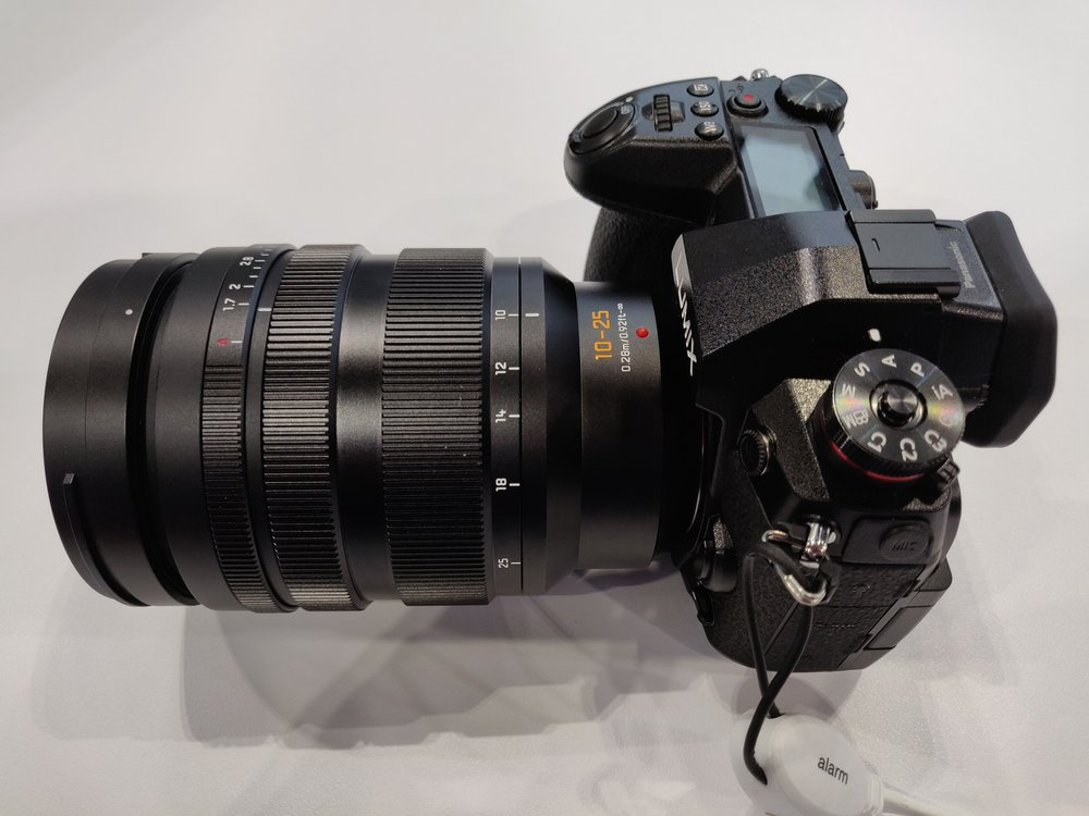 Panasonic-Leica-10-25mm-f1-7-zoom3