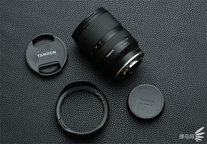Tamron 17-28mm unboxing3